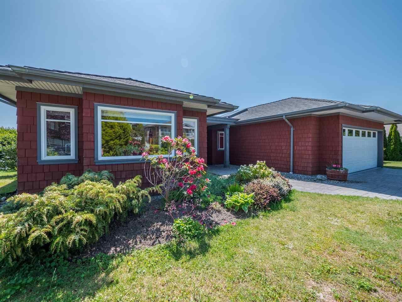 Main Photo: 6223 MIKA Road in Sechelt: Sechelt District House for sale (Sunshine Coast)  : MLS®# R2269567