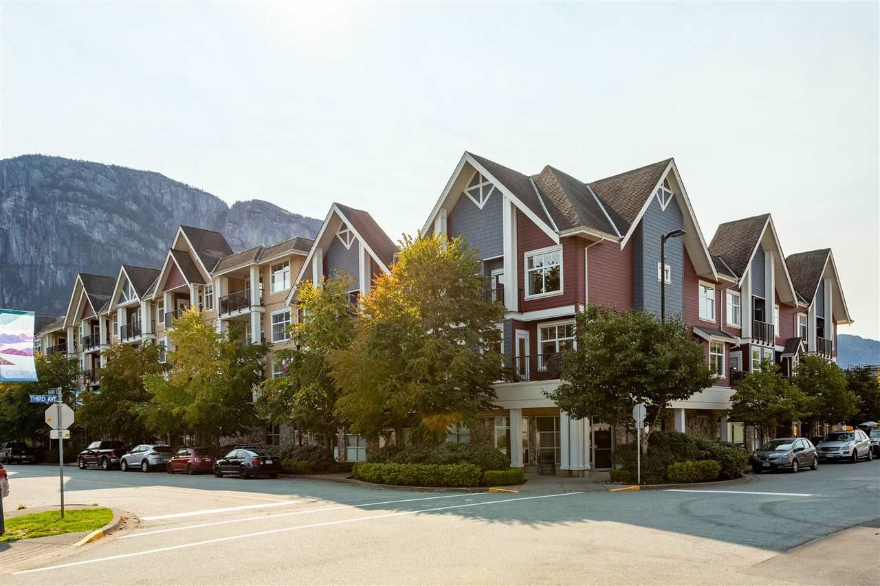 Main Photo: 1304 MAIN STREET in Squamish: Downtown SQ Townhouse for sale : MLS®# R2509692