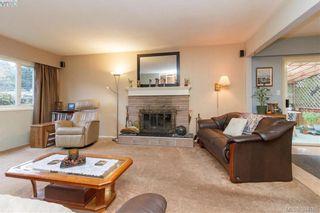 Photo 3: 2811 Ronald Rd in VICTORIA: La Glen Lake House for sale (Langford)  : MLS®# 772116