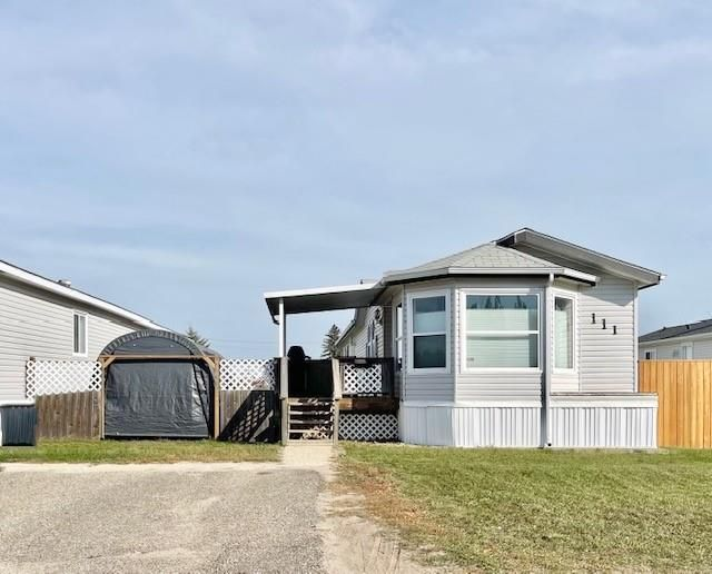 Main Photo: 111 Glendale Bay in Brandon: North Hill Residential for sale (D25)  : MLS®# 202123778