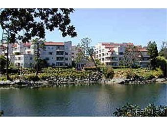 Main Photo: 207 1085 Tillicum Rd in VICTORIA: Es Kinsmen Park Condo for sale (Esquimalt)  : MLS®# 247118