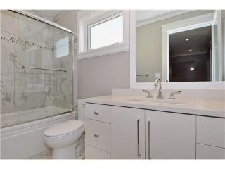 Photo 8: 2 236 E 18TH Street in North Vancouver: Central Lonsdale 1/2 Duplex for sale : MLS®# R2423163