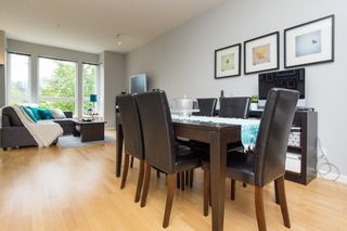 """Photo 4: 406 14 E ROYAL Avenue in New Westminster: Fraserview NW Condo for sale in """"Victoria Hill"""" : MLS®# R2092920"""