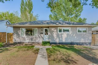 Photo 1: 306 W Avenue North in Saskatoon: Mount Royal SA Residential for sale : MLS®# SK862531