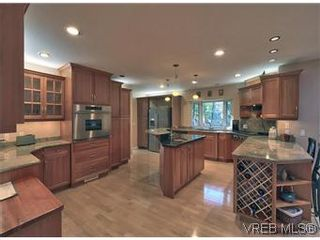 Photo 8: 2881 Phyllis Street in VICTORIA: SE Ten Mile Point Residential for sale (Saanich East)  : MLS®# 303291