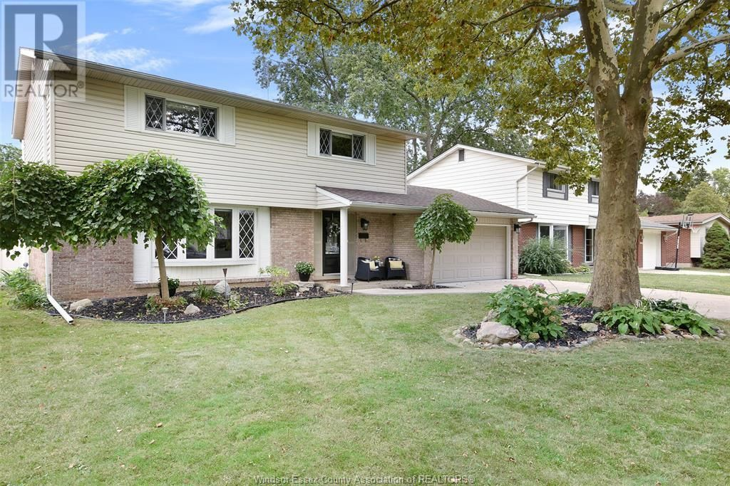 Main Photo: 2912 RIVIERA DRIVE in Windsor: House for sale : MLS®# 21017500