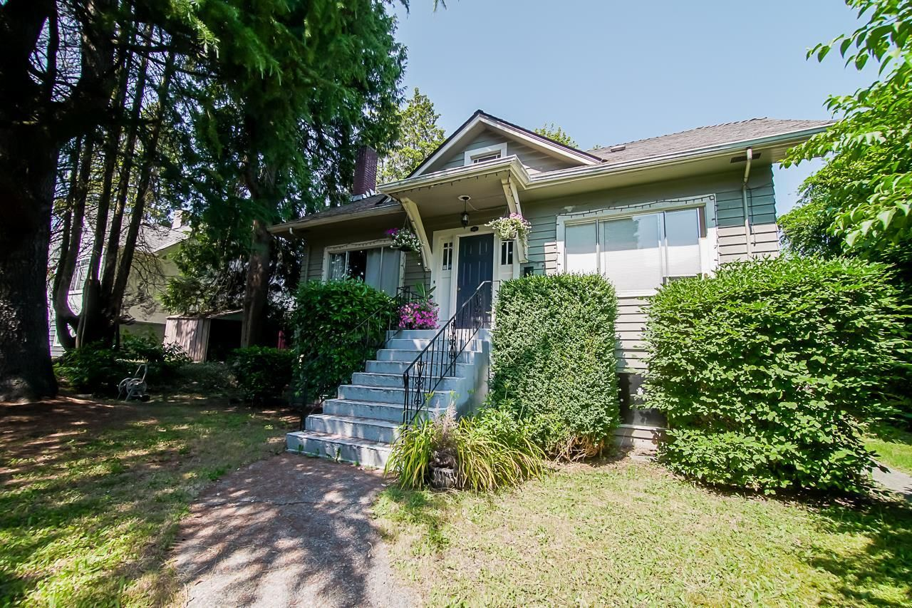 Main Photo: 807 SANGSTER Place in New Westminster: The Heights NW House for sale : MLS®# R2599538