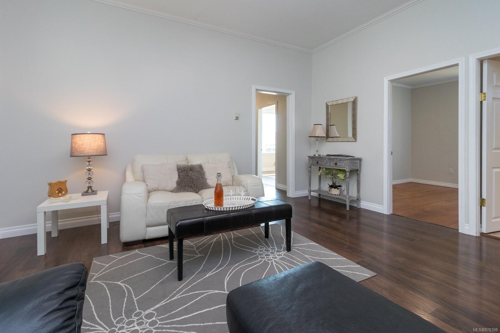 Main Photo: 524 Constance Ave in : Es Esquimalt House for sale (Esquimalt)  : MLS®# 878398