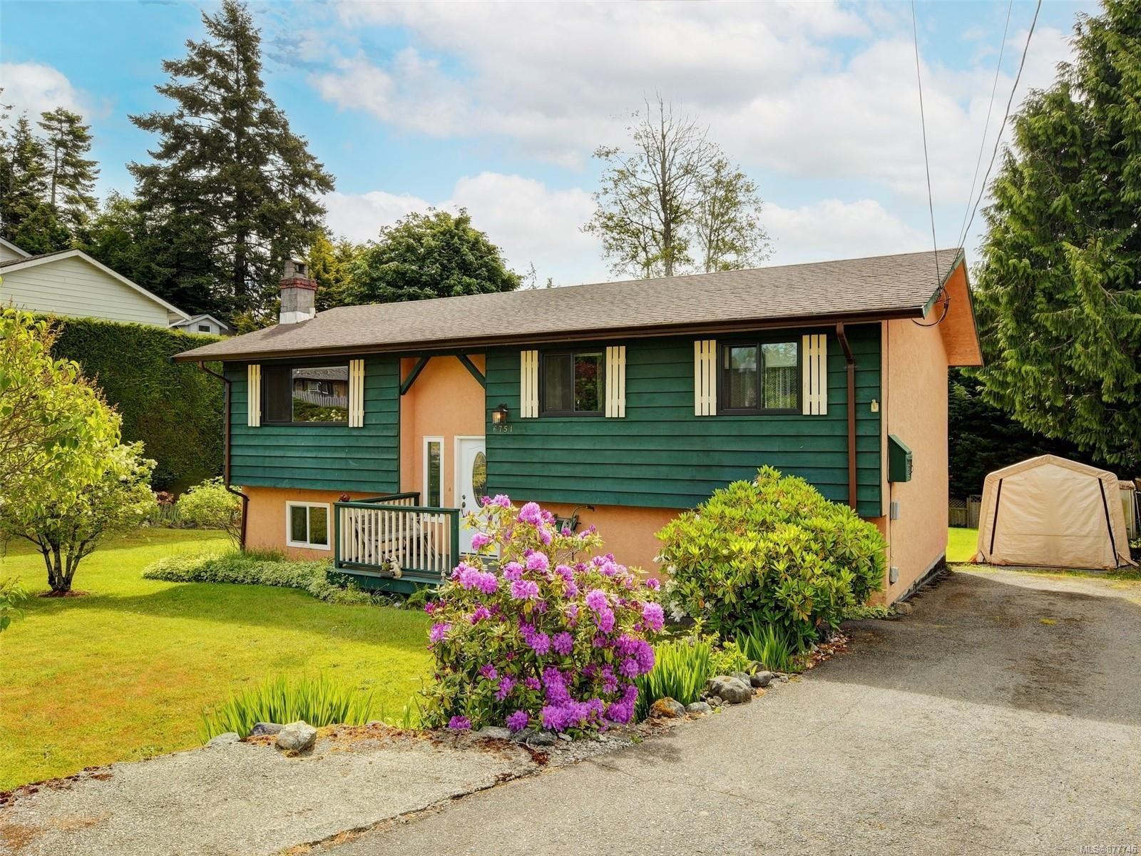 Main Photo: 6751 Eakin Dr in : Sk Broomhill House for sale (Sooke)  : MLS®# 877746