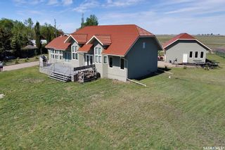 Photo 2: 400 Lakeshore Drive in Wee Too Beach: Residential for sale : MLS®# SK858460