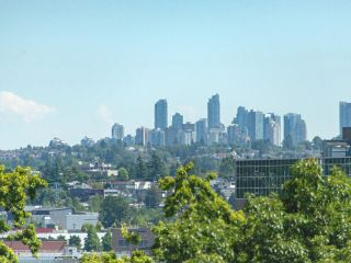 Photo 6: 902 189 NATIONAL AVENUE in Vancouver: Downtown VE Condo for sale (Vancouver East)  : MLS®# R2560325