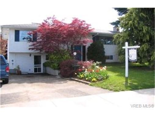 Main Photo: 2177 Henry Ave in SIDNEY: Si Sidney North-East House for sale (Sidney)  : MLS®# 368189