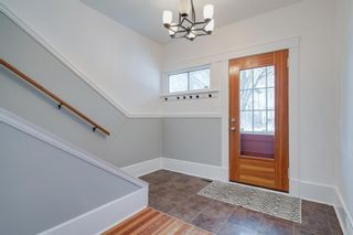 Photo 2: 410 12 Street NW in Calgary: Hillhurst Detached for sale : MLS®# A1048539