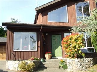 Photo 3: 2371 Moore Pl in VICTORIA: CS Tanner House for sale (Central Saanich)  : MLS®# 669843
