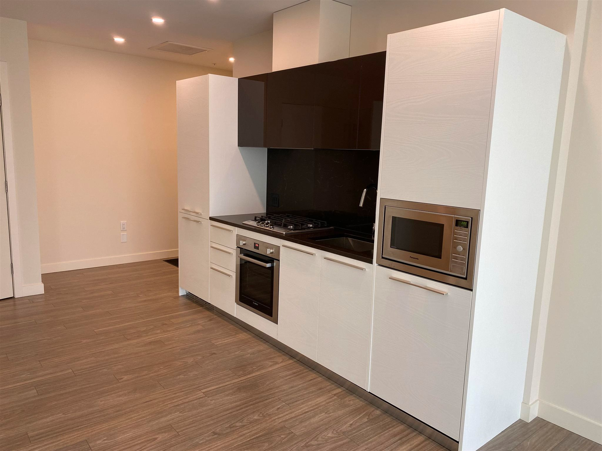 """Photo 6: Photos: 308 6288 CASSIE Avenue in Burnaby: Metrotown Condo for sale in """"GOLD HOUSE SOUTH TOWER"""" (Burnaby South)  : MLS®# R2606367"""