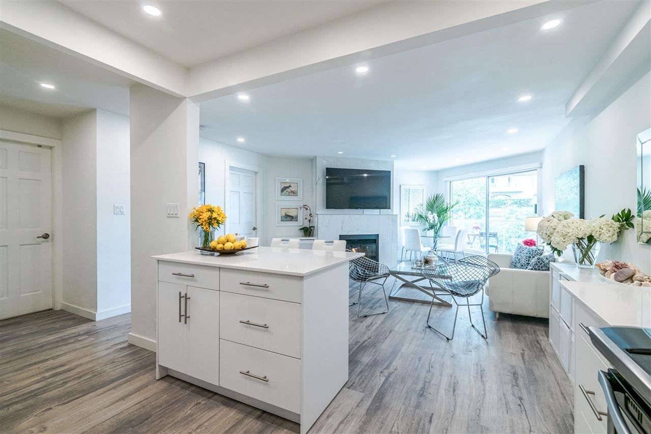 Photo 7: Photos: 3203 33 CHESTERFIELD Place in North Vancouver: Lower Lonsdale Condo for sale : MLS®# R2388716