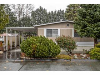 """Photo 2: 280 1840 160 Street in Surrey: King George Corridor Manufactured Home for sale in """"BREAKAWAY BAYS"""" (South Surrey White Rock)  : MLS®# R2517093"""