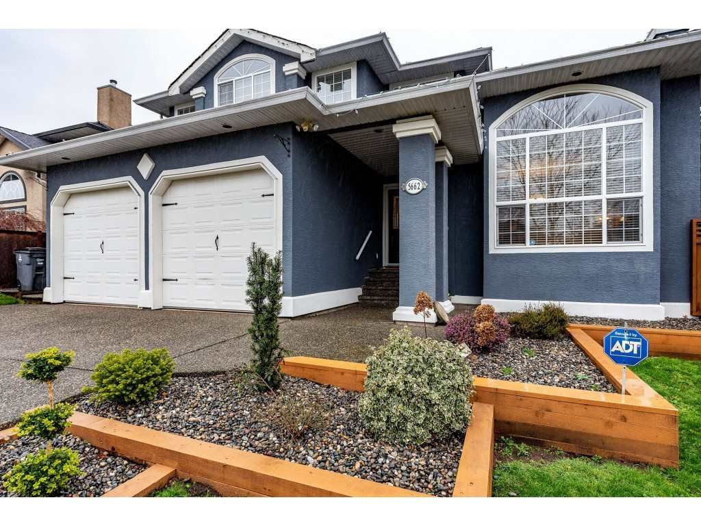 Main Photo: 5662 185 Street in Surrey: Cloverdale BC House for sale (Cloverdale)  : MLS®# R2430379
