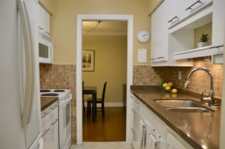 """Photo 3: 301 2320 W 40TH Avenue in Vancouver: Kerrisdale Condo for sale in """"MANOR GARDENS"""" (Vancouver West)  : MLS®# R2431486"""