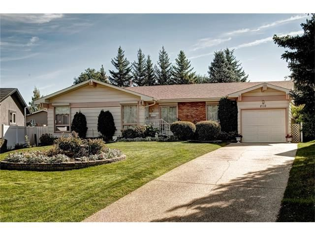 Photo 2: Photos: 210 OAKMOOR Place SW in Calgary: Oakridge House for sale : MLS®# C4091579