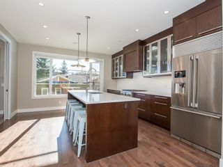 Photo 10: 2327 4 Avenue NW in Calgary: West Hillhurst House for sale : MLS®# C4143622
