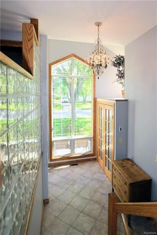 Photo 2: 129 Valley View Drive in Winnipeg: Heritage Park Residential for sale (5H)  : MLS®# 1814095