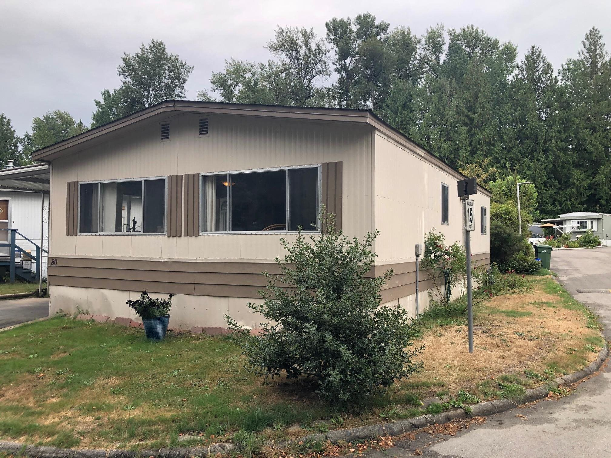 Main Photo: 80 8220 KING GEORGE Boulevard in Surrey: Bear Creek Green Timbers Manufactured Home for sale : MLS®# R2610923