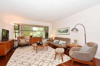 """Photo 3: 420 E 45TH Avenue in Vancouver: Fraser VE House for sale in """"MAIN/FRASER"""" (Vancouver East)  : MLS®# R2168295"""
