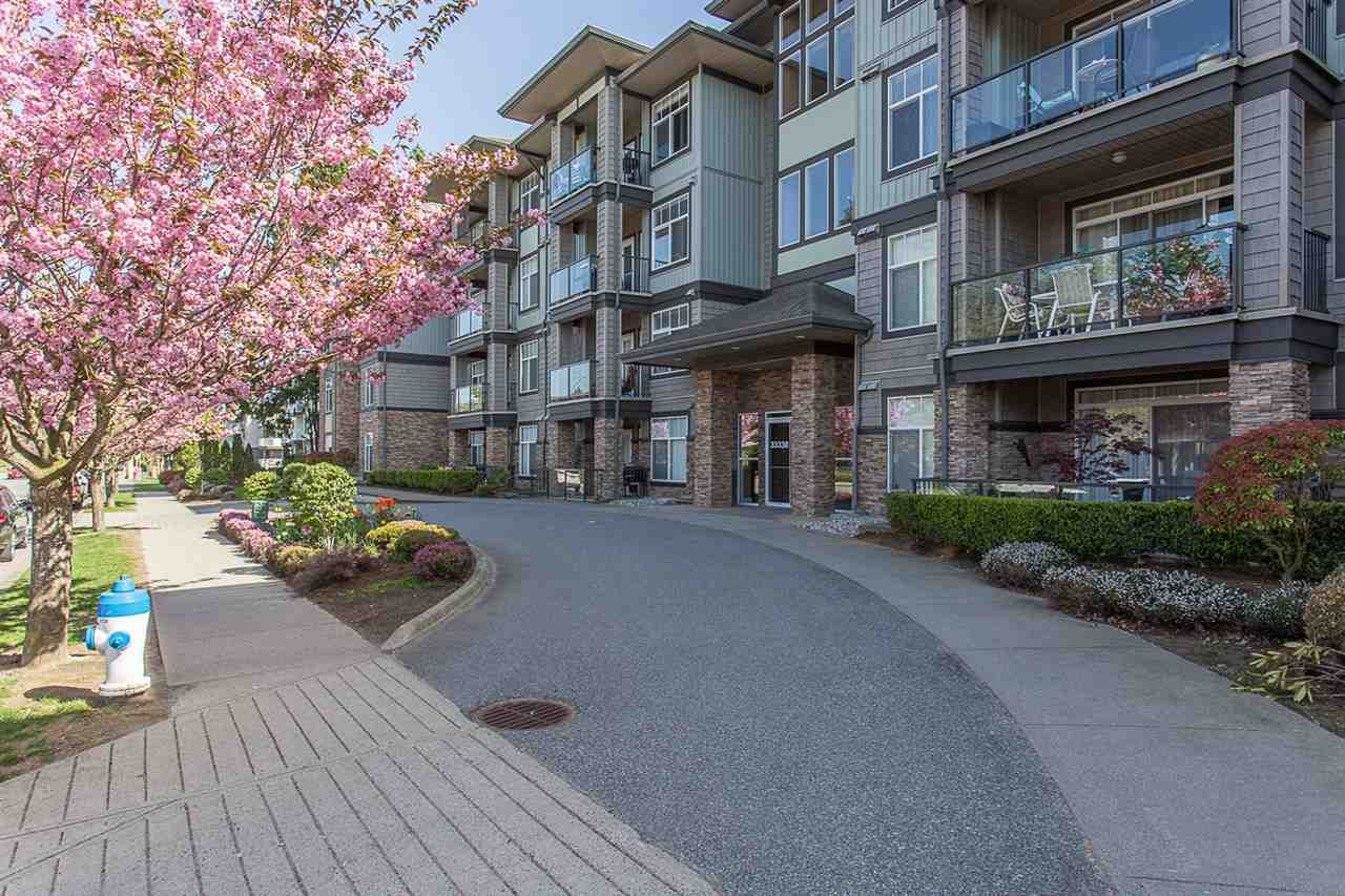 """Photo 2: Photos: 409 33338 MAYFAIR Avenue in Abbotsford: Central Abbotsford Condo for sale in """"The Sterling"""" : MLS®# R2346998"""