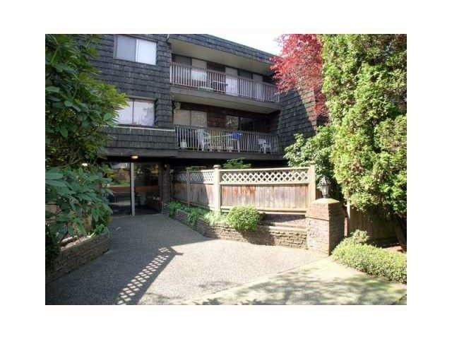 Main Photo: 305 327 W 2ND Street in North Vancouver: Lower Lonsdale Home for sale ()  : MLS®# V1002381