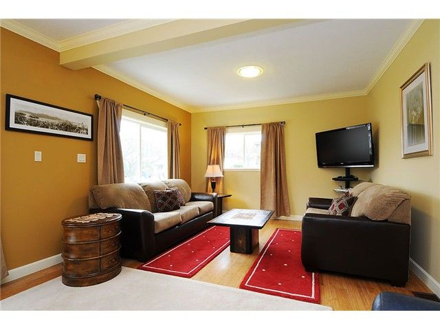 Photo 4: Photos: 4769 BRUCE ST in Vancouver: Victoria VE House for sale (Vancouver East)  : MLS®# V1000138