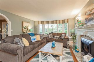 """Photo 4: 18102 CLAYTONWOOD Crescent in Surrey: Cloverdale BC House for sale in """"Claytonwoods"""" (Cloverdale)  : MLS®# R2580715"""