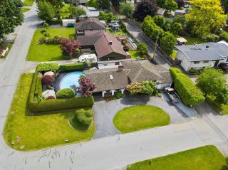 Photo 1: 21990 ACADIA Street in Maple Ridge: West Central House for sale : MLS®# R2588366