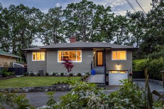 Photo 1: 2535 Chelsea Pl in : SE Cadboro Bay House for sale (Saanich East)  : MLS®# 879818