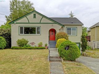 Photo 1: 2084 Neil St in VICTORIA: OB Henderson House for sale (Oak Bay)  : MLS®# 793053