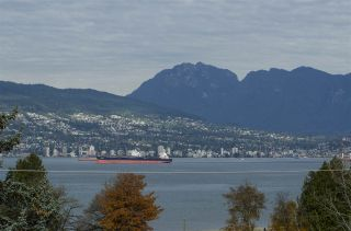 Photo 9: 4554 LANGARA Avenue in Vancouver: Point Grey House for sale (Vancouver West)  : MLS®# R2625652
