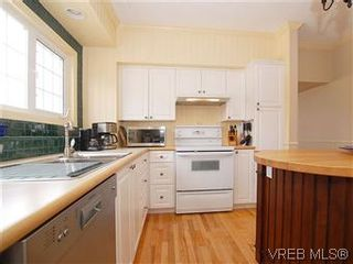 Photo 9: 50 Howe St in VICTORIA: Vi Fairfield West House for sale (Victoria)  : MLS®# 590110