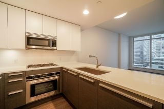"""Photo 5: 2106 2008 ROSSER Avenue in Burnaby: Brentwood Park Condo for sale in """"SOLO"""" (Burnaby North)  : MLS®# R2527577"""