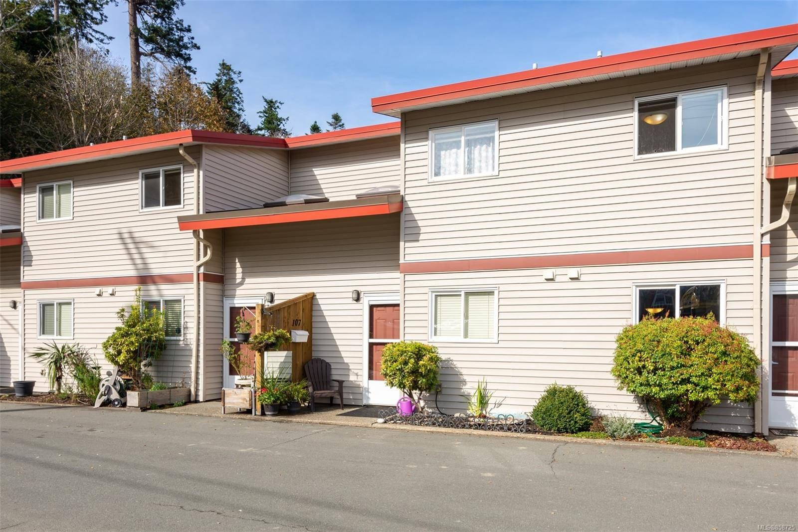 Main Photo: 107 824 S Island Hwy in Campbell River: CR Campbell River Central Row/Townhouse for sale : MLS®# 858725