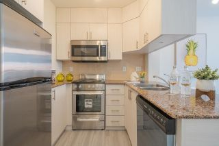 """Photo 3: 611 1189 HOWE Street in Vancouver: Downtown VW Condo for sale in """"GENESIS"""" (Vancouver West)  : MLS®# R2581550"""