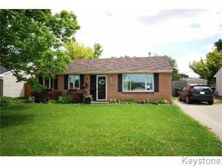 Photo 1: Photos: 18 Leicester Square in Winnipeg: St. James Single Family Detached for sale (West Winnipeg)  : MLS®# 1516647