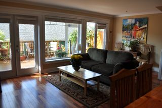 Photo 10: 223 E 17TH Street in North Vancouver: Central Lonsdale 1/2 Duplex for sale : MLS®# V891734