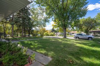 Photo 3: 5024 2 Street NW in Calgary: Thorncliffe Detached for sale : MLS®# A1148787