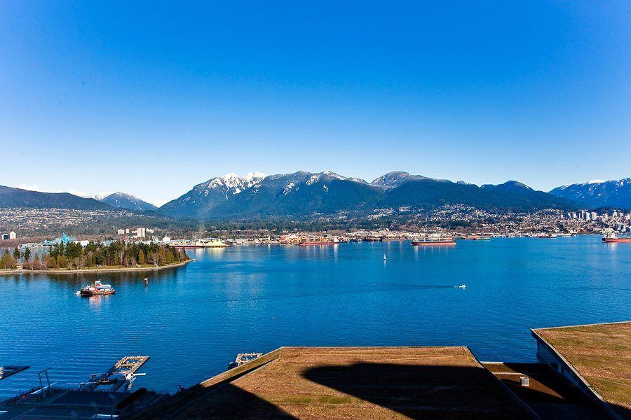 "Photo 11: Photos: 2407 1011 W CORDOVA Street in Vancouver: Coal Harbour Condo for sale in ""FAIRMONT PACIFIC RIM"" (Vancouver West)  : MLS®# R2061360"