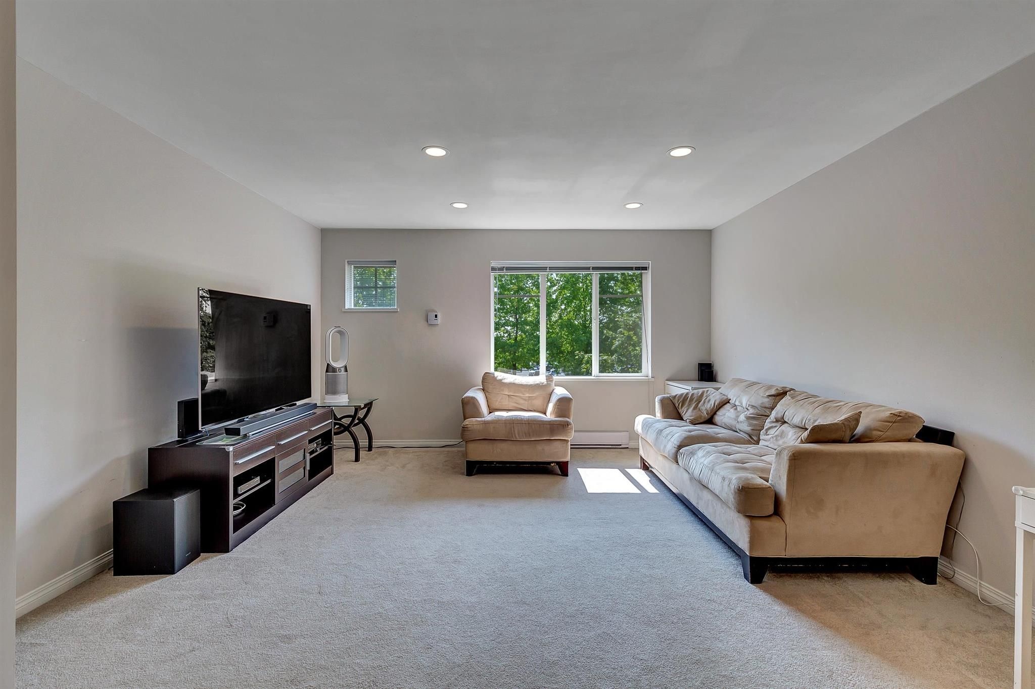 """Photo 5: Photos: 9 15871 85 Avenue in Surrey: Fleetwood Tynehead Townhouse for sale in """"Huckleberry"""" : MLS®# R2606668"""