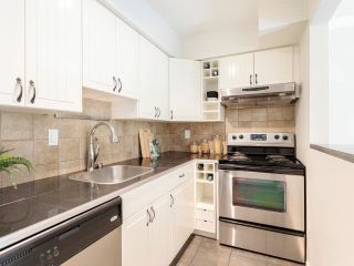"""Photo 14: 306 2215 DUNDAS Street in Vancouver: Hastings Condo for sale in """"Harbour Reach"""" (Vancouver East)  : MLS®# R2624981"""