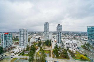 "Photo 12: 2411 13308 CENTRAL Avenue in Surrey: Whalley Condo for sale in ""Evolve"" (North Surrey)  : MLS®# R2448103"