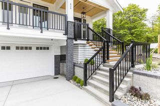 """Photo 3: 866 163A Street in Surrey: King George Corridor House for sale in """"East Beach"""" (South Surrey White Rock)  : MLS®# R2599557"""
