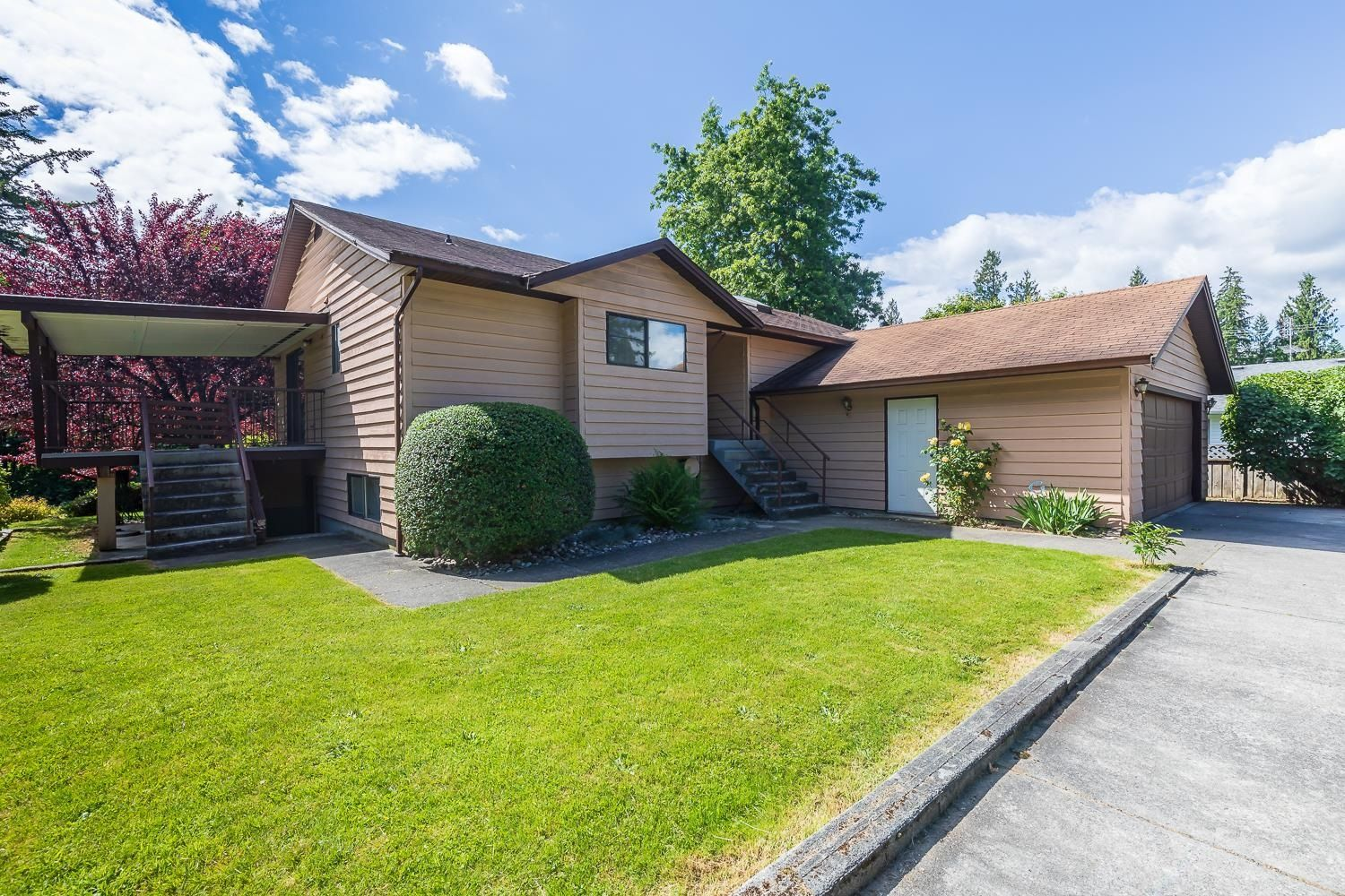 Main Photo: 31856 SILVERDALE Avenue in Mission: Mission BC House for sale : MLS®# R2611445