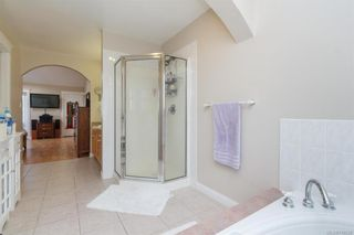 Photo 14: 2219 Highland Rd in View Royal: VR Prior Lake House for sale : MLS®# 746525